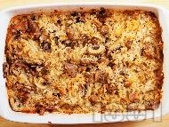 Печен ориз с пуешко месо от филе или бутчета, лук и гъби на фурна